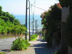 七里ヶ浜 坂 Hill going down to the 'Shichirigahama' beach below. Kamakura, Kanagawa Pref. Japan: