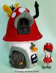 Ratinhos de feltro medindo 11 cm.    Um charme!!!    Criação e produção:   http://mil-delicias.blogspot.com/2010/06/mas-ratoncitos.ht...
