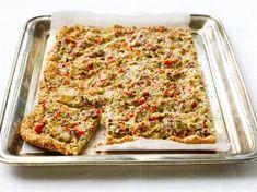 Peltipiirakan salaisuus on kevyt, mutta maukas pohja, joka esipaistetaan. Tarjoa salaatin kera buffet- tai kahvipöydässä. 20 Min, Quiche, Feel Good, Macaroni And Cheese, Good Food, Food And Drink, Bread, Baking, Breakfast