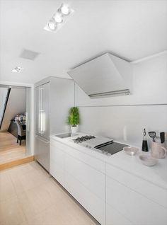 Lekkert kjøkken med integrerte hvitevarer