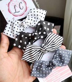 Flower Hair Pieces, Flowers In Hair, Fabric Bow Tutorial, Baby Hair Accessories, Ribbon Hair Bows, Fabric Bows, Baby Bows, Diy Hairstyles, Tricks