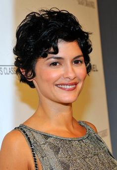 I wish i could pull this off! Actress Audrey Tautou shows how lovely curls can…
