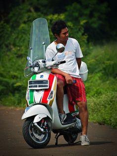 me & my vespa #vespa lx150 #tricolore vespa #piaggio scooter #raira bhaskara