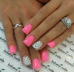 Love these pink with sparkly silver and white zigzag nail design