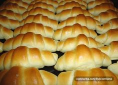 Zemlje s pecilnim in kvasom brez vzhajanja Albanian Recipes, Bosnian Recipes, Croatian Recipes, Kiflice Recipe, Baking Recipes, Dessert Recipes, Bread Dough Recipe, Macedonian Food, Bread And Pastries