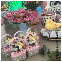 Os detalhes do lindo jardim de Liz!  @leticia.borges.3726 #lizfaz2 #festajardim #temamenina #jardimdeliz #flordeliz #papelariapersonalizada #personalizadosdeluxo #personalizadosjardim #scrap #scrapfesta #scrapfestabylayla #laylascrapfesta
