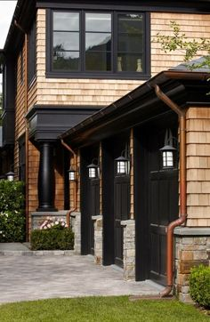 Ideas For House Exterior Dark Trim Black Windows Design Exterior, Garage Design, Exterior Paint, Exterior Trim, Cabin Exterior Colors, Garage Exterior, Stone Exterior, Modern Exterior, Cedar Shingles