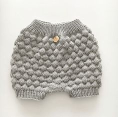 Shorts & Bloomers til børn Shop et kæmpe udvalg hos Molly&My. Baby Knitting, Crochet Baby, Knit Crochet, Knitting Patterns, Crochet Patterns, Baby Presents, Knitted Baby Clothes, Baby Sewing Projects, Baby Design
