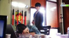 You're All Surrounded - that adorable moment when he blocks the sun with his body so she can sleep *swoon* You're All Surrounded, Back Hug, Korean Drama, Kdrama, Real Life, In This Moment, Hugs, Sleep, Asian