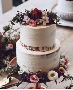 Wild flowers and barely there frosting /  @littlenellyla