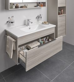 35 Creative Storage Ideas for a Your Small Bathroom Bathroom Design Small, Bathroom Interior Design, Modern Bathroom, Bathroom Designs, Bad Inspiration, Bathroom Inspiration, Bathroom Ideas, Bathroom Renovations, Ideas For Small Bathrooms