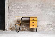 "Variante de la ""Multitable"", 1958, Jacques Hitier. Édition Multiplex. Mid Century Furniture, Furniture Design, Artwork, Designers, Home Decor, Vintage Office, Industrial Decorating, Industrial By Design, Drawers"