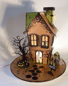Top 17 Over-Size Halloween Gingerbread House Designs – Cheap Easy Party Treat Dessert Halloween, Halloween Cookies, Holidays Halloween, Halloween Treats, Halloween Fun, Halloween Decorations, Halloween Witches, Halloween Gingerbread House, Gingerbread House Designs