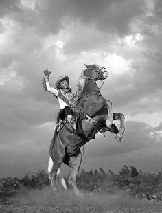 Roy and Trigger Roy Rogers Movies, Rogers Tv, Old Hollywood Stars, Golden Age Of Hollywood, Classic Hollywood, Iconic Movies, Good Movies, Dale Evans, Ricky Nelson