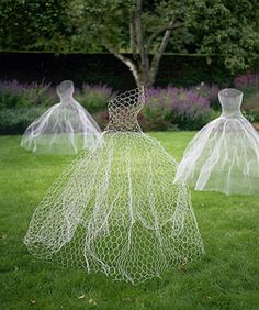 Studio Slyter: Lawn Ghosts made from Chickenwire