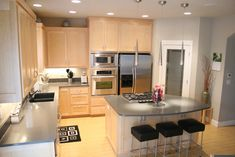 Maple cabinets / modern style. I would want darker cabinets.