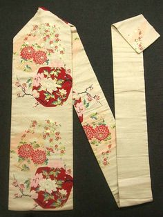 This is a vintage Nagoya obi with flower pattern such as 'botan'(peony) and 'kiku'(chrysanthemum), which is woven