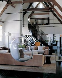 Kelly Hoppen is one of greatest interior design inspirations of all times. We have selected 10 Kelly Hoppen Interior Design Ideas to inspire you, enjoy! Top Interior Designers, Best Interior Design, Luxury Interior, Interior Design Inspiration, Contemporary Interior, Moderne Lofts, Kelly Hoppen Interiors, Bubble Chair, English Interior