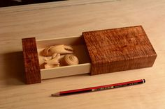 How To Woodworking Videos Woodworking Workshop Plans, Woodworking Box, Woodworking Projects, Woodworking Videos, Woodworking Classes, Youtube Woodworking, Woodworking Machinery, Woodworking In An Apartment, Dovetail Box