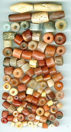 Neolithic stone beads from early settlements in Sahara, North… Tribal Jewelry, Beaded Jewelry, Jewellery, Jewelry Box, Jewelry Necklaces, Jewelry Making, African Trade Beads, Stone Age, Ancient Jewelry