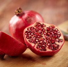 POMEGRANATE Pomegranate produces anti-inflammatory effects that may help stall the progression of Alzheimer Disease. Studies suggest drinking 8 ounces of pomegranate juice daily helps improve performance in tasks related to learning and memory. Pomegranate also has anti-diabetic and anti-inflammatory effects in the gastrointestinal tract. A few small human studies in people found that pomegranate juice improved blood flow and kept arteries from becoming thick and stiff.