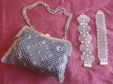 bolso y pulseras de encaje de bolillos en hilo de plata