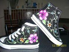zapatillas pintadas a mano con diseños exclusivos, no se realizan en serie, garantizando la original  lona,pintura para tela pintura en tela