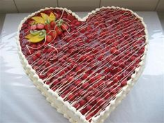 Strawberry heart Source by sweetypiemama Heart Shaped Wedding Cakes, Strawberry Hearts, Chocolate Flowers, Bridal Shower Cakes, Fall Wedding Cakes, Holiday Cakes, Cakes And More, Cupcake Cookies, Amazing Cakes