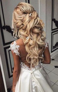 Super Wedding Hairstyles Half Up Half Down With Viel Romantic 22+ Ideas #wedding #hairstyles Wedding Hair Half, Wedding Hairstyles Half Up Half Down, Wedding Hairstyles For Long Hair, Wedding Hair And Makeup, Down Hairstyles, Half Updo, Formal Hairstyles, Indian Hairstyles, Hairstyle Wedding