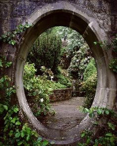 Alright guys, I've set up the portal to the castle in the secret garden. - Alright guys, I've set up the portal to the castle in the secret garden. So all you have to do is - Garden Entrance, Garden Gates, Garden Art, Entrance Ideas, Garden Doors, Garden Frame, Big Garden, Garden Cottage, House Entrance