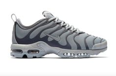 The Nike Air Max Plus TN Ultra is rendered in black/grey as well for its latest finish this season. Find it at select Nike stores overseas. Adidas Boots, Adidas Outfit, Nike Free Shoes, Nike Shoes, Nike Sportswear, Sport Fashion, Teen Fashion, Runway Fashion, Fashion Models