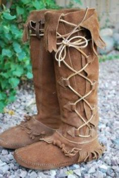 VTG TALL TAOS Moccasin BOOTS Hippie Lace UP LEATHER 9 (06/28/2009)