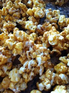 How to Make Caramel Popcorn With White Chocolate Drizzle Recipe