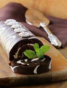 Flourless Gluten Free Chocolate Roll Cake (Roulade) Recipe: http://glutenfreerecipebox.com/flourless-gluten-free-chocolate-roll-cake-roulade/ #glutenfree