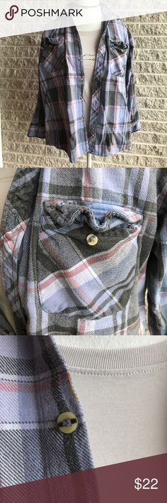 Oversized Vintage flannel 💫 Men's flannel - oversized for women - size M - see pic for small spot by first top button Vintage Tops Button Down Shirts