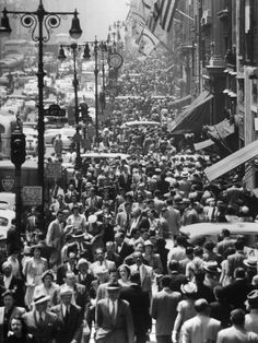 Crowds on Midtown Stretch of Fifth Avenue at Lunch Hour Fotografie-Druck
