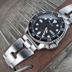 Retro RAZOR bracelet on Seiko SKX007