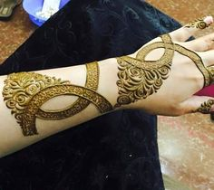 Leg Henna Designs, Peacock Mehndi Designs, Indian Henna Designs, Mehndi Designs For Girls, Modern Mehndi Designs, Wedding Mehndi Designs, Unique Mehndi Designs, Mehndi Design Pictures, Arabic Mehndi Designs
