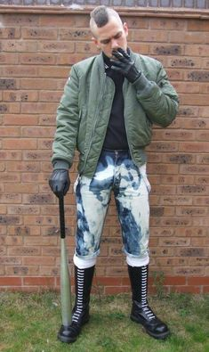 Booted with skinhead, punk or goth style! In Leather, Rubber or PVC. Also like skin tight faded jeans and bleachers. Skinhead Men, Skinhead Boots, Skinhead Fashion, Skinhead Style, Biker Leather, Leather Gloves, Leather Men, Punk Guys, Skin Head