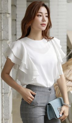 Blusas StyleOnme_Frill Sleeve Chiffon Shirt Watch Out For Thes Stylish Tops, Casual Tops For Women, Stylish Dresses, Blouses For Women, Blouse Styles, Blouse Designs, Hijab Styles, Resort Wear For Women, Mode Kpop