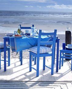 ブルーのインテリアでまとめるお部屋アイデア。落ち着きと癒しのある空間に