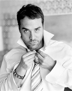 Jeremy Piven - Have recently watched all 8 seasons of Entourage and absolutely love Ari Gold. He makes the show for me. A testament to how great an actor Jeremy Piven is.