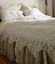 Shabby Chic Bedding Ideas DIY Projects Craft Ideas & How To's for Home Decor with Videos : Beautiful Lace Bedding Camas Shabby Chic, Shabby Chic Mode, Estilo Shabby Chic, Shabby Chic Bedrooms, Shabby Chic Style, Shabby Chic Furniture, Shabby Chic Decor, Rustic Chic, Rustic Style