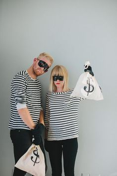 The Best, Worst, and Most Awkward Couples Halloween Costumes! bank robbers cute halloween costume idea for couples Super Easy Halloween Costumes, Easy Couple Halloween Costumes, Couples Halloween, Hallowen Costume, Halloween 2018, Halloween Diy, Couple Costumes, Halloween Makeup, Amazing Costumes