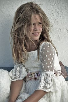 First Communion Ideas Communion Solennelle, Holy Communion Dresses, Little Girl Dresses, Girls Dresses, Flower Girl Dresses, Pageant Dresses, Flower Girls, Party Dresses, Young Fashion