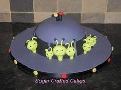 Wedding Cakes, Celebration cakes, Cupcakes and Cookies based in Ripon, North Yorkshire. Sugar Crafted Cakes is a friendly home based business set in the beautiful City of Ripon. Alien Cake, 4th Birthday Cakes, Birthday Ideas, Alien Party, Cake Business, Sugar Craft, Fruit And Veg, Creative Cakes, Celebration Cakes