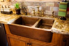Farmhouse copper sink...pretty!
