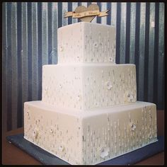 Alex & Chance's wedding cake by Creme de la Creme in Ft. Worth, TX l Photo by cl_events l #CLEvents #weddingcake