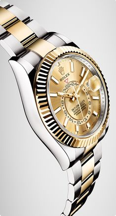 In 2017, for the first time Rolex introduced the new version of the Sky-Dweller in Rolesor, combining 904L steel and 18ct gold.