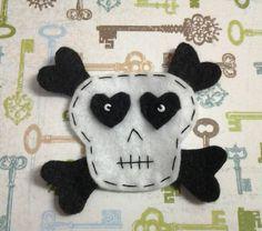 1pc  Black and white Skull Felt Applique  by rainbowbunnies, $1.50